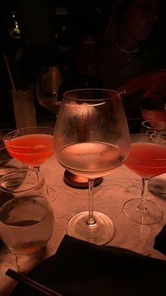 Alcohol Aesthetic, Aesthetic Food, Birthday Party Drinks, Sun Tea, Fancy Drinks, Think Food, Food Snapchat, Fake Photo, Insta Photo Ideas
