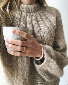 i love clothes Handgestrickte Pullover, Hand Knitted Sweaters, Sweater Making, Casual Tops For Women, Diy Clothes, Knitwear, Knitting Patterns, Knit Crochet, Shell