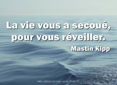 La vie vous a secoué pour vous réveiller. Words Quotes, Me Quotes, Funny Quotes, French Quotes, English Quotes, I Need Motivation, Great Quotes, Inspirational Quotes, Good Quotes For Instagram