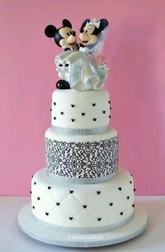 Love Mickey and Minnie Wedding cake