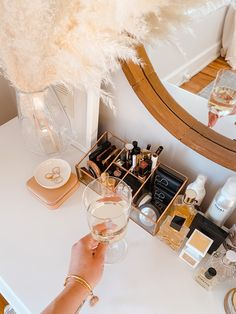 Home Series: Makeup and Vanity Organization — Shore Society - makeup - Makeup Vanity Decor, Makeup Room Decor, Makeup Rooms, Beauty Vanity, Makeup Drawer Organization, Makeup Storage, Organization Ideas, Bathroom Vanity Organization, Boho Makeup