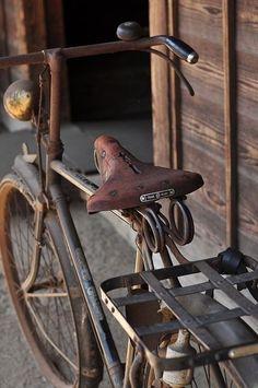 shades of brown: vintage bike Velo Retro, Velo Vintage, Vintage Bicycles, Vintage Travel, Vintage Style, Old Bicycle, Old Bikes, Rusty Metal, Old Things
