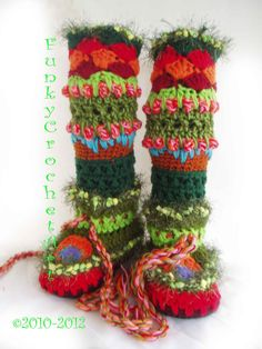 Crochet Slipper Boots/ Leg Warmer Combo.... these are so cool.. but i would do different colors of course :)