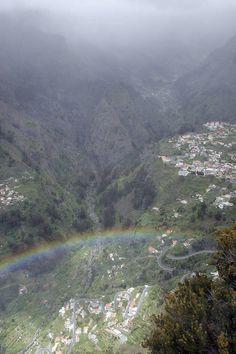 Patikoimalla törmäät toinen toistaan hulppeampiin maisemiin. #Madeira #patikointi #Aurinkomatkat