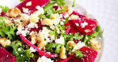 Recette de Salade de betteraves, feta, roquette et noix. Facile et rapide à réaliser, goûteuse et diététique. Ingrédients, préparation et recettes associées.