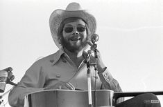Hank Jr in Downsville, Louisiana in (Courtesy of Scott Newton Photography) Country Musicians, Country Music Singers, Hank Williams Jr, Bambam, Louisiana, Cowboy Hats, Photography, Friends, Amigos