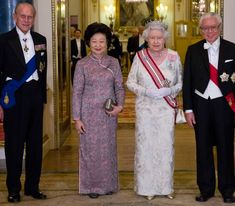 of October Queen Elizabeth ll. The President of the Republic of Singapore, The Duke of Edinburgh and the President's wife, Mrs Mary Tan, before the State Banquet at Buckingham Palace. Presidents Wives, Hm The Queen, House Of Windsor, Elisabeth, Queen Of England, Gala Dinner, British Monarchy, Buckingham Palace, Queen Elizabeth Ii