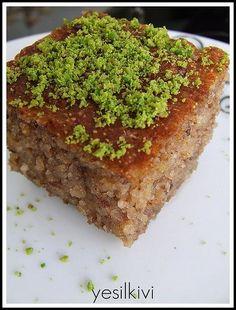 elmalı revani - My Pin Middle Eastern Sweets, Turkish Sweets, Banana Ice Cream, Turkish Recipes, Food Humor, Dessert Recipes, Desserts, Cupcake Cakes, Food To Make