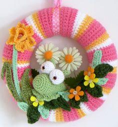 Lazy Daisy Jones crochet spring wreath details on the blog http://lazydaisyjones.blogspot.co.uk/