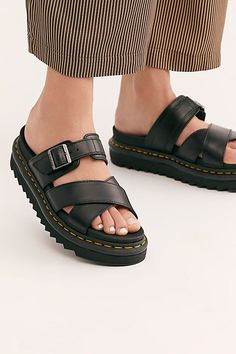 Doc Martens have been in style for almost 60 years, discover what made them so popular. We also discuss how to wear them in style! Doc Martens Style, Doc Martens Boots, Dr Martens Sandals, Clogs Shoes, Shoes Sandals, Flats, Shoes Sneakers, Shoe Company, Girls Shoes