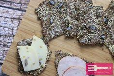 """Hallo Ihr Lieben♥ heute habe ich ein super einfaches und wirklich total leckeres """"Do it yourself Knäckebrot"""" in einer Low Carb Variante. Ihr benötigt gar nicht viele Zutaten um Euch dieses leckere Brot herzustellen. Es ist richtig knusprig und kann sofort aus dem Ofen gegessen werden. Perfekt also fürs schnelle Frühstück oder auch als Snack …"""