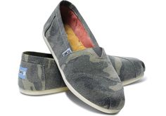 TOMS washed camo Classic slip ons. Perfect with blue jeans.