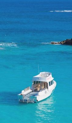 Bermuda at its best: sparkling clear blue waters. Pin provided by Elbow Beach… Places To Travel, Travel Destinations, Places To Visit, Beautiful Islands, Beautiful Places, Beautiful Pictures, Great Vacations, Future Travel, Seaside
