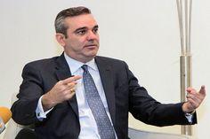 """Experto en marketing: """"Hay un bache entre el accionar de Luis Abinader y su slogan de campaña"""""""