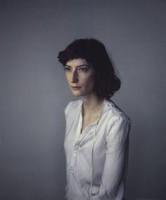 Le photographe anglais Richard Learoyd réalise ces superbes portraits.