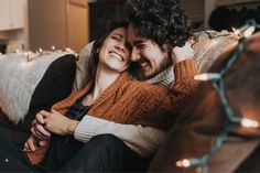 Intimate lifestyle couples session // cozy sweaters // in home couples // couples posing inspiration and ideas // fall outfit ideas // engagement session // Engagement photography // Wedding photographer // Christmas pictures // Christmas winter couples pictures // Christmas lights //