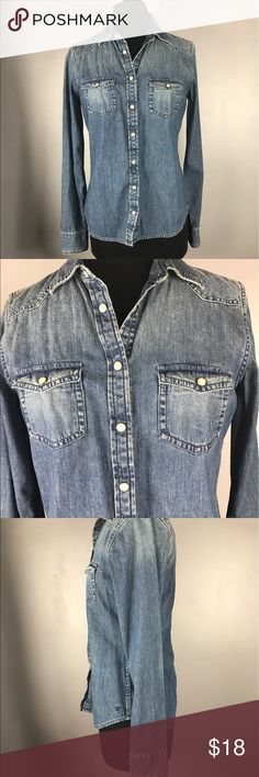 """American eagles chambray small Has snap buttons  Boyfriend fit chambray top Size small petite  Measurements chest 18"""" Length 25"""" American Eagle Outfitters Tops Button Down Shirts"""