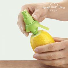 ¿Le gustaría poner un toque de limón a sus platos? Con el spray vaporizador de limón Always Fresh, le resultará mucho más sencillo. #spray #exprimidor #limones