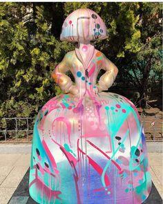 "Proyecto Meninas Madrid Gallery de Antonio Azzato, el venezolano que sacó a las meninas de Velásquez a ""pasear"" por Madrid... Diego Velazquez, Arte Country, Modern Art, Art Projects, Christmas Bulbs, Street Art, Spain, Princess Zelda, Dolls"