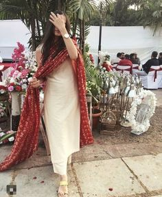Indian Gowns Dresses, Indian Fashion Dresses, Dress Indian Style, Fashion Outfits, Fashion Hacks, Fashion Fashion, Classy Fashion, Fashion Quotes, Petite Fashion
