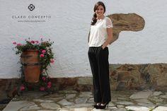 Palazzo negro y blusa de manga corta con flores bordadas