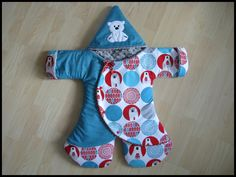 Great shape for easy baby dressing Sewing For Kids, Baby Sewing, How To Sew Baby Blanket, Layette Pattern, Baby Layette, Baby Couture, Fitness Gifts, Unisex Baby Clothes, Baby Kind