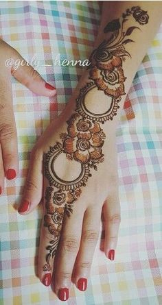I love the open elements in this motif. Arabic Henna Designs, Mehndi Designs Book, Mehndi Designs 2018, Mehndi Design Pictures, Mehndi Designs For Beginners, Mehndi Designs For Girls, Unique Mehndi Designs, Wedding Mehndi Designs, Mehndi Designs For Fingers