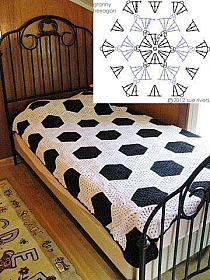 Such a beautiful bedspread made with crocheted hexagon motifs!!