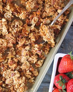 This Paleo Honey Almond Granola is simple to make, naturally sweetened, and so delicious! Perfect as a snack or breakfast. If you have never made homemade granola then you are missing out! Healthy Chicken Recipes, Paleo Recipes, Real Food Recipes, Brunch Recipes, Breakfast Recipes, Yummy Food, Paleo Honey, Easy Healthy Breakfast, Free Breakfast