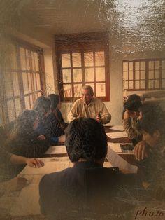 Dialogo con estudiantes Universitarios en Lima, en una campaña electoral.