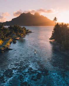 Can you think of any better way to enjoy sunset? Bora Bora Polinesia Francesa We believe in learning about new cultures and travel. Share your amazing experiences stories people by tagging or to give us permission to repost. Dream Vacations, Vacation Spots, Vacation Mood, Romantic Vacations, Italy Vacation, Photo Ocean, Nature Photography, Travel Photography, Landscape Photography