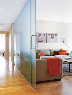 paredes de cristal +puerta corredera... Cada vez más adicta.Dormitorio en el estudio