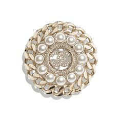 Discover the CHANEL Metal, Glass Pearls & Strass Gold, Pearly White & Crystal Spring-Summer and explore the artistry and craftsmanship of the House of CHANEL. Pearl Brooch, Crystal Brooch, High Jewelry, Pearl Jewelry, Jewellery, Eyewear Shop, Chanel Online, Crystal Springs, Mode Chanel
