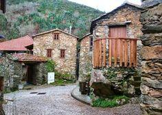 Ruralea: Turismo em espaço rural - Aldeia da Pena (Gois), Portugal Coimbra Portugal, Beautiful Homes, Beautiful Places, Portuguese Culture, Azores, Spain And Portugal, Famous Places, Stone Houses, Natural Wonders