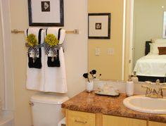 Towel designs bathroom hand ideas bar decorations home decor old decorating likable decoration for bathr Bathroom Towel Decor, Bath Decor, Small Bathroom, Bathroom Ideas, Restroom Ideas, Bathroom Updates, Master Bathrooms, Bath Towel Racks, Towel Display