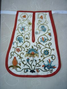 squintywitch_7 by squintywitch, via Flickr Jacobean Embroidery, Embroidery Patterns, Hand Embroidery, Sewing Patterns, Wedding Dress With Pockets, Dress Pockets, Regional, Sewing Pockets, 18th Century Costume