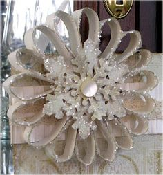 Love this rosette. Could use toilet rolls as well. Love the finish with glitter.