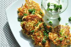 Parmesan-Gemüsebratlinge mit kräuterigem Sauerrahm-Frischkäse-Dip - Küchenzaubereien