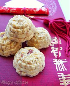 <with coconut milk> Minty's Kitchen: Mung bean-Almond Cookies [綠豆 - 杏仁 餅] Chinese Cake, Chinese Food, Dessert Recipes, Gluten Free Almond Cookies, Chinese New Year Cookies, Bean Flour, Asian Desserts, Chinese Desserts, Biscuits