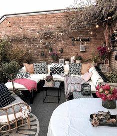 ▷ 1001+ unglaubliche Balkon Ideen zur Inspiration Curtain Bangs, Outdoor Furniture Sets, Outdoor Decor, Garden Ideas, Patio, Curtains, Inspiration, Home Decor, Narrow Balcony