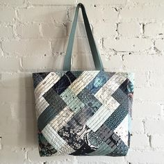 I love that I got to use my #workroomHerringbonePatchwork piece on the back of this bag. #workroomQAYGCarryall