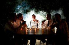 Groomsmen sitting smoking cigars - Picture by Magnus Bogucki