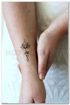 This welches all in the top Unalome Lotus Tattoo Designs. I hope you will drive … Dies ist alles in den Top Unalome Lotus Tattoo Designs. Smal Tattoo, Small Wrist Tattoos, Fake Tattoos, Mini Tattoos, Trendy Tattoos, Tatoos, Temporary Tattoos, Wrap Around Ankle Tattoos, Lower Hip Tattoos