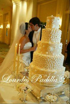 Georgeous Wedding Cake @Matt Valk Chuah Ritz Carlton, San Juan Puerto Rico