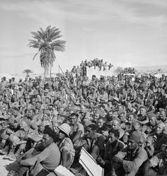 Audience watching Kiwi Concert Party, El Alamein, Egypt - Photo by Harold Paton National Library of New Zealand Maori People, West Papua, Afrika Korps, Defence Force, Lest We Forget, Book Projects, North Africa, Military History, World War Two