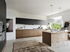 cuisine noire et bois avec murs et décoration en blanc