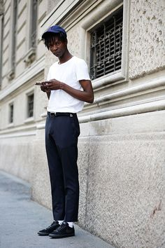 Elia - Streetstyle in Milan Fashion Now, Fashion Books, Mens Fashion, Stylish Men, Men Casual, Outfits With Hats, International Fashion, Streetwear Fashion, Street Fashion