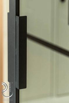 Stalen deuren met prachtige stalen handgreep #stalendeuren #detail #handgreep Door Handles, Doors, Home Decor, Homemade Home Decor, Decoration Home, Door Knobs, Doorway, Interior Decorating, Door Knob