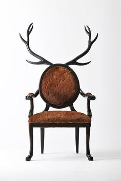 堂々と威厳のあるシカの椅子Hybrid No.1は、まるでハンティングを楽しむ中世ヨーロッパの貴族のような気分にさせてくれるイスです_1