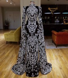 Can this be a wedding gown - atemberaubende kleider Evening Dresses, Prom Dresses, Formal Dresses, Ball Dresses, Ball Gowns, Beautiful Gowns, Beautiful Outfits, Gorgeous Dress, Elegant Dresses
